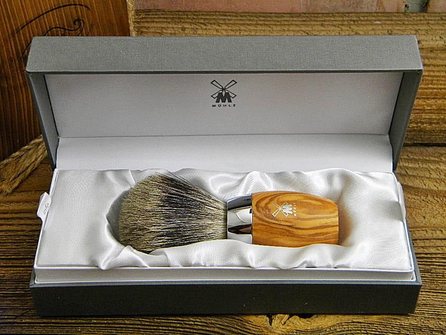 Pędzel do golenia MÜHLE KOSMO 281H870 drewno oliwne.